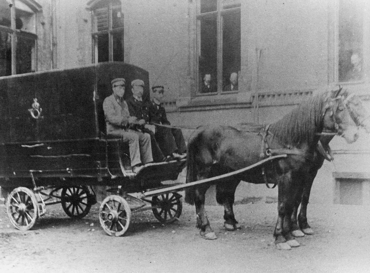 transport, to hester, vogn fire hjul, tre menn, postemblem, Bergen