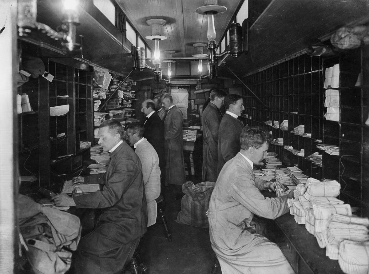 transport, tog, interiør, Oslo-Ed, sortering, pakker, brev, menn