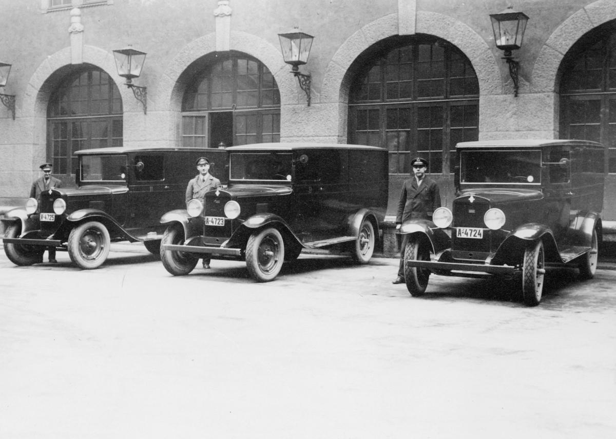 transport, bil, Oslo postgård, tre Chevrolet, tre postsjåfører