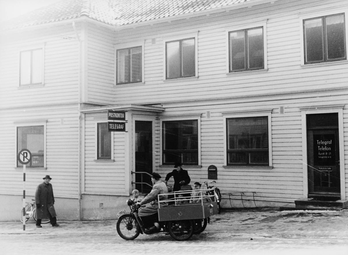 transport, motorsykkel, Sandnes, postkontor, postmotorsykkel med kasse og postemblem