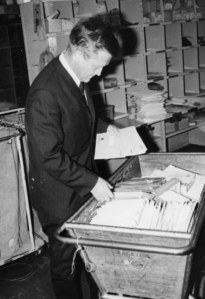 markedsføring, kundetjeneste, Bergen, avd.leder, posttralle, sorteringsreol, brev