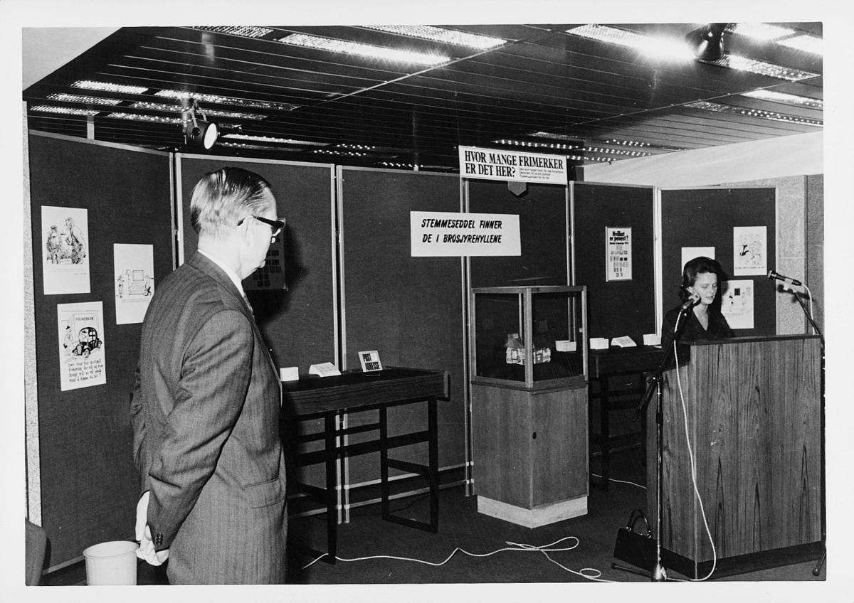 markedsseksjonen, verdenspostforeningen 100 år, filateli, utstilling, Ragnvald Rustung Bru, dame holder tale