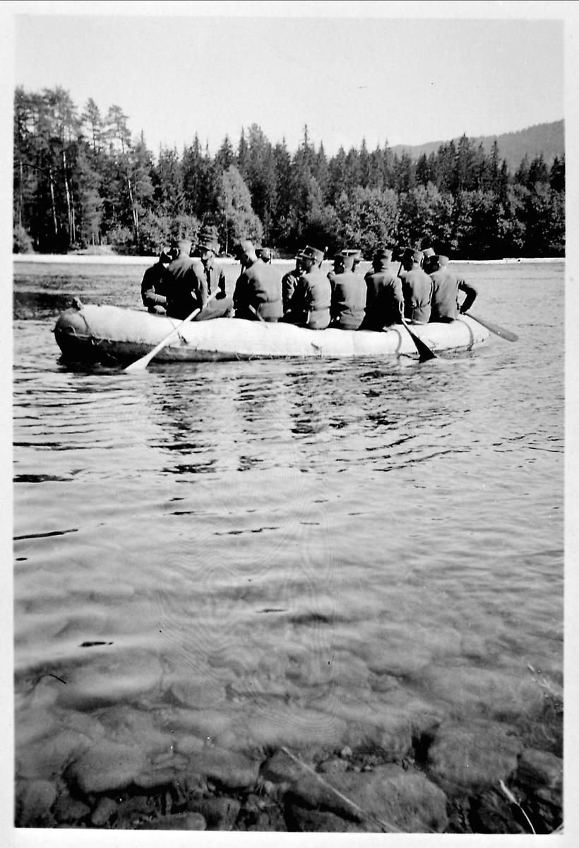 Militær, kano, elv