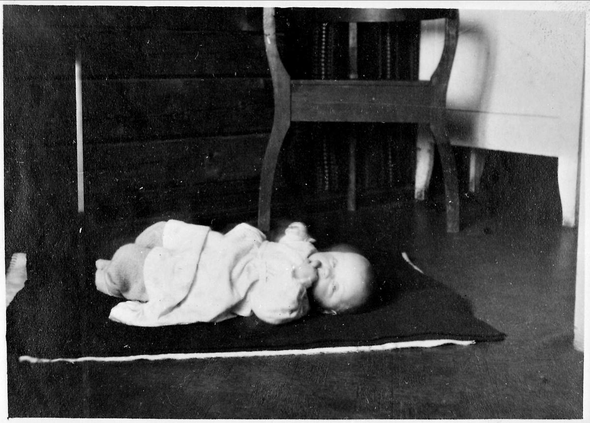 Barn, golv, teppe