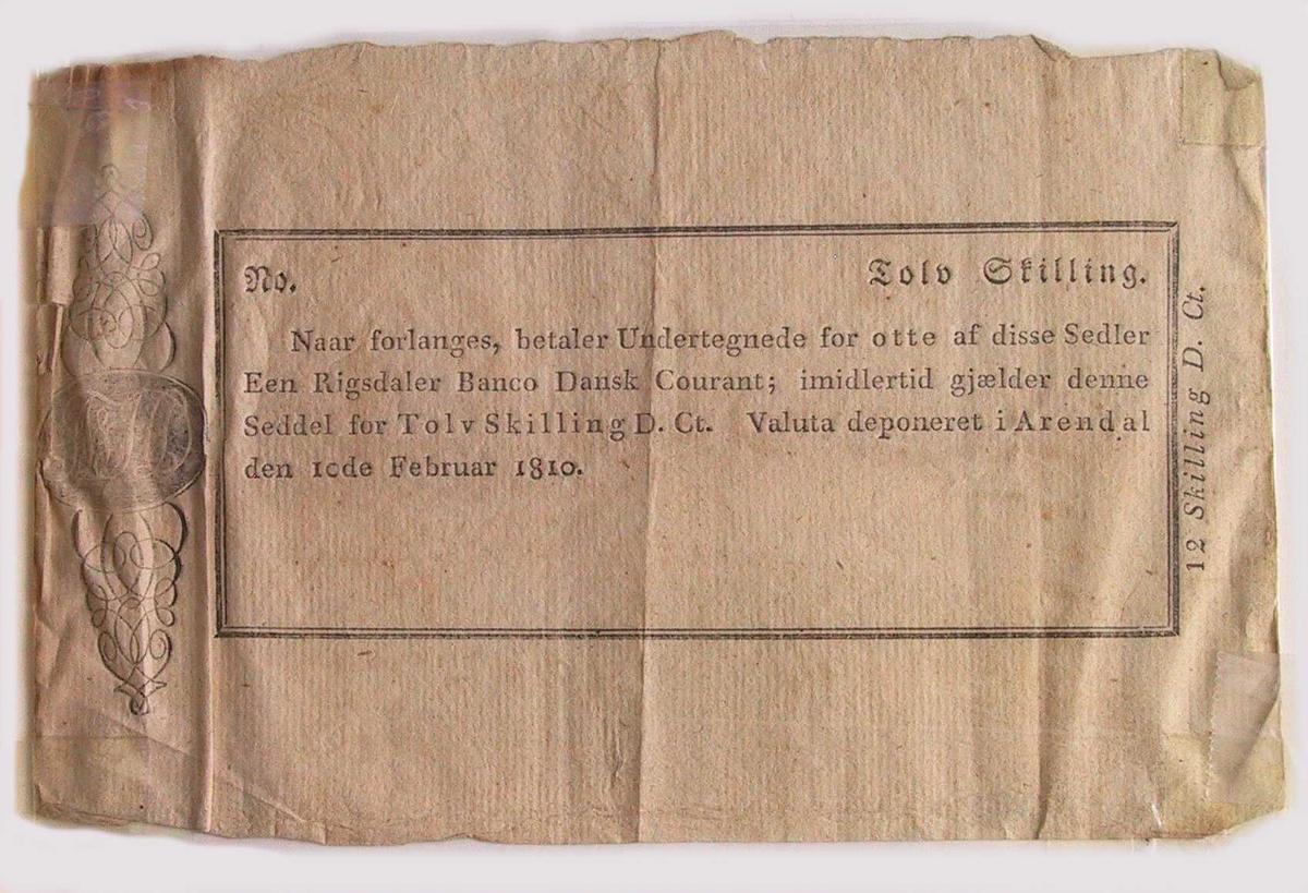 Latinske trykkbokstaver. Langt breddeformat. Ramme  med tekst., kartusj t.v.  Som 492, men ikke underskrevet.