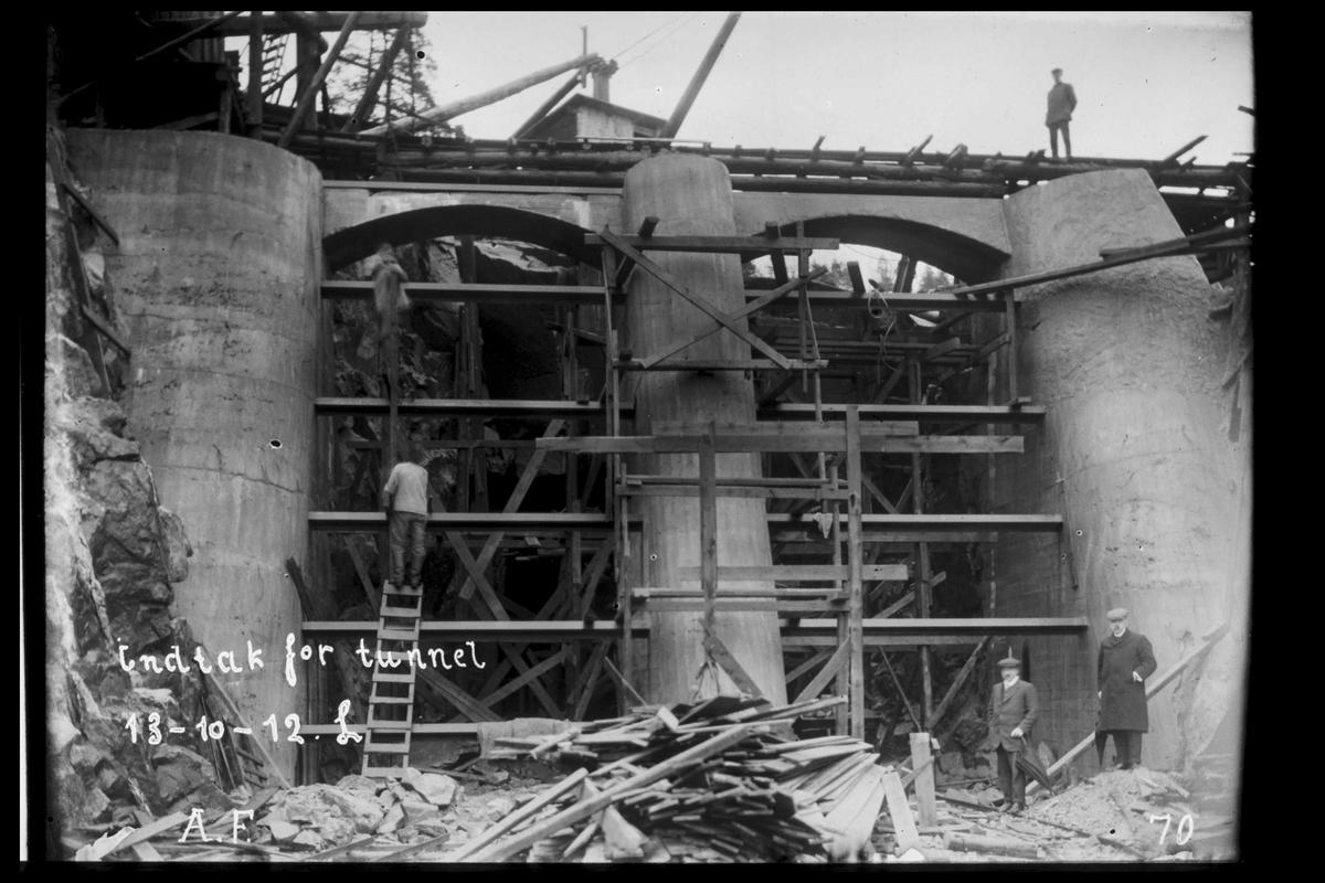 Arendal Fossekompani i begynnelsen av 1900-tallet CD merket 0469, Bilde: 52 Sted: Haugsjå Beskrivelse: Tunnelinntakene