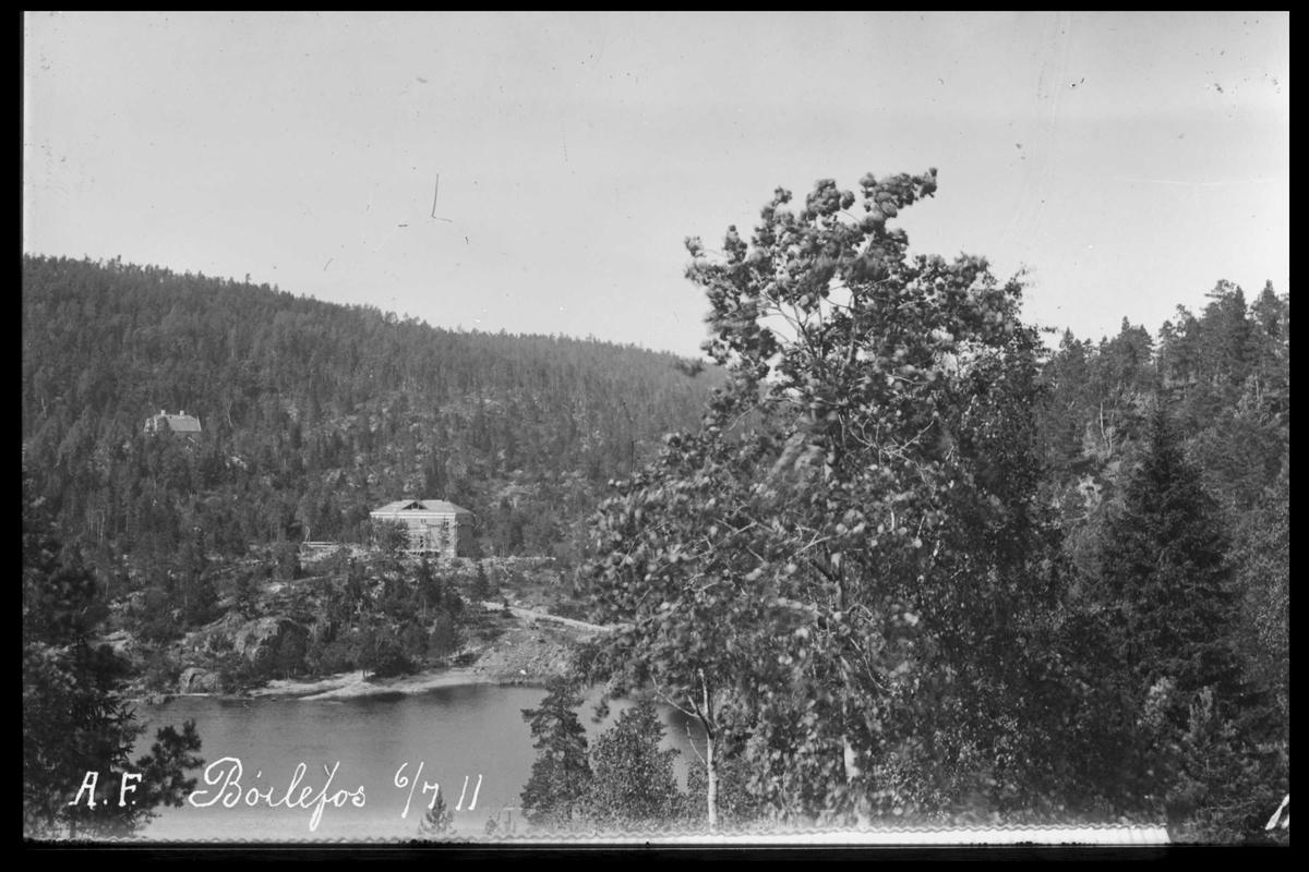 """Arendal Fossekompani i begynnelsen av 1900-tallet CD merket 0470, Bilde: 30 Sted: Bøylefoss Beskrivelse: Huset """"Firkanten"""""""