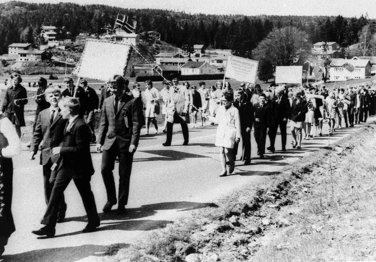 Bilder fra Birkenes kommune 7. klasse Valstrand skole 17 mai 1969