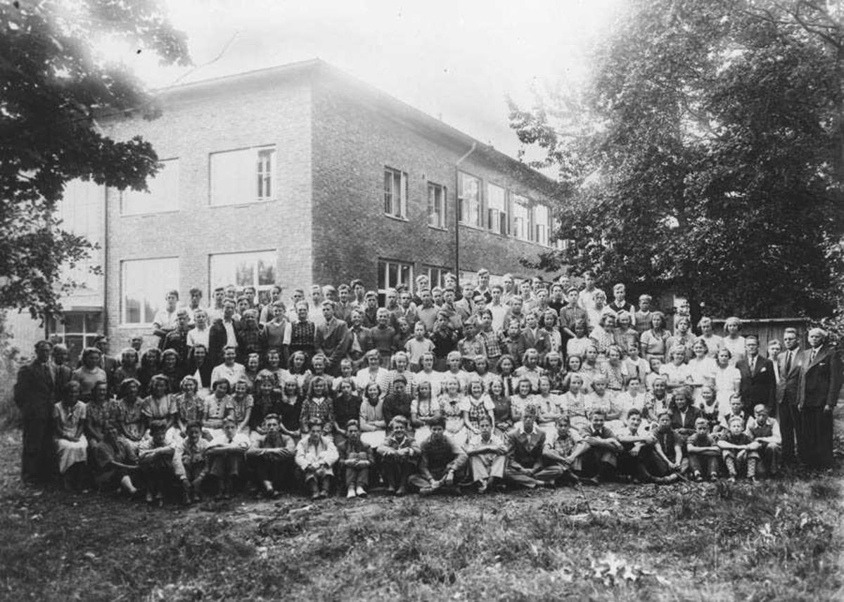 Da skolen var ny- første året- begynte høsten 1939