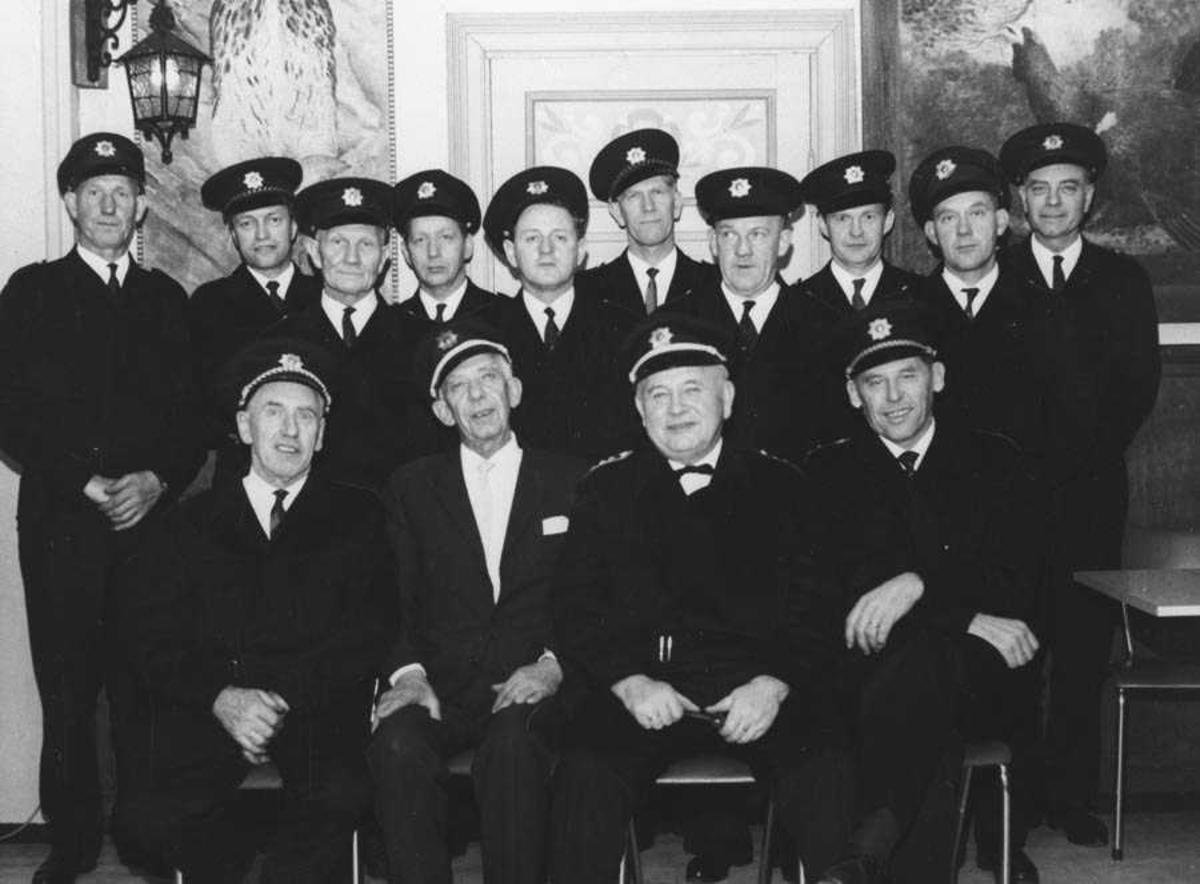 Ås Brannkorps, feirer 60 års dagen til Leif Sjøtun