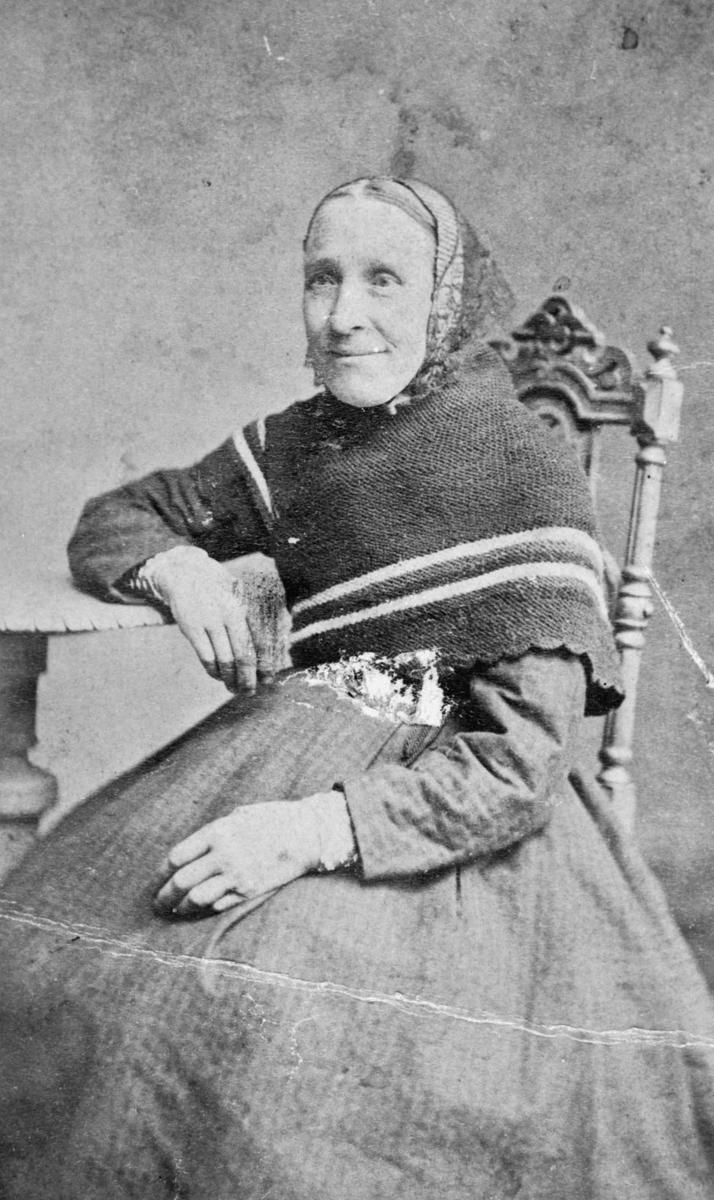 Marie Nebben hos fotograf