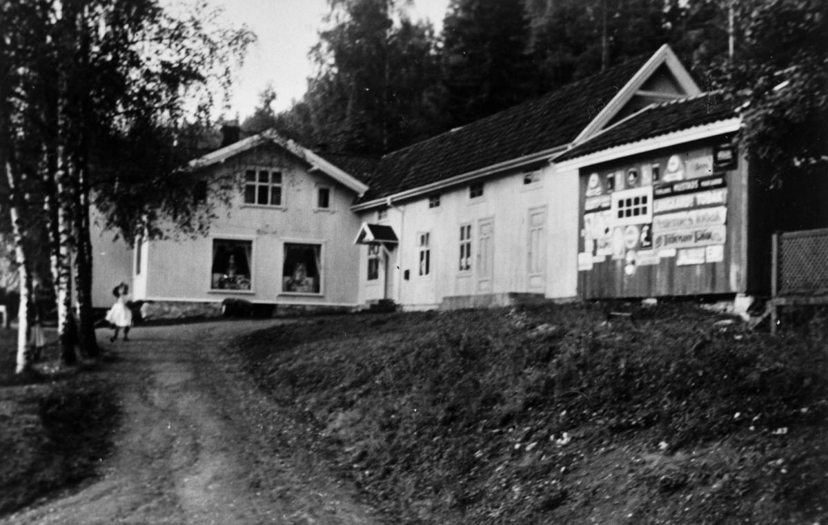 Skjønberg Landhandleri, veien foran.