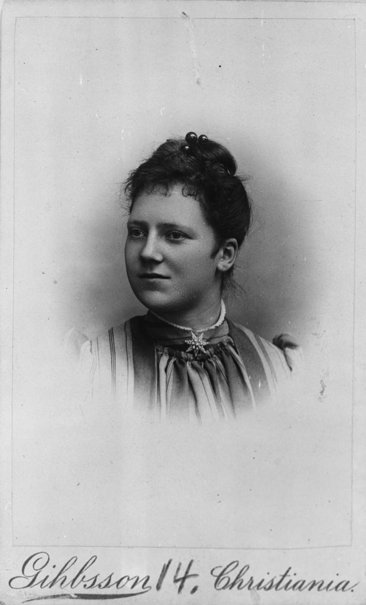 Brystbilde av Maren Louise Rød f. Baarlid (4/5 1869-13/5 1939)