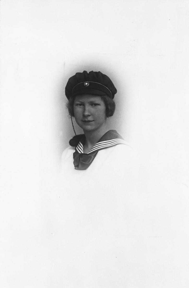 Ingrid Margrete Baarlid (f. 11/11 1902) som student. Brystbilde