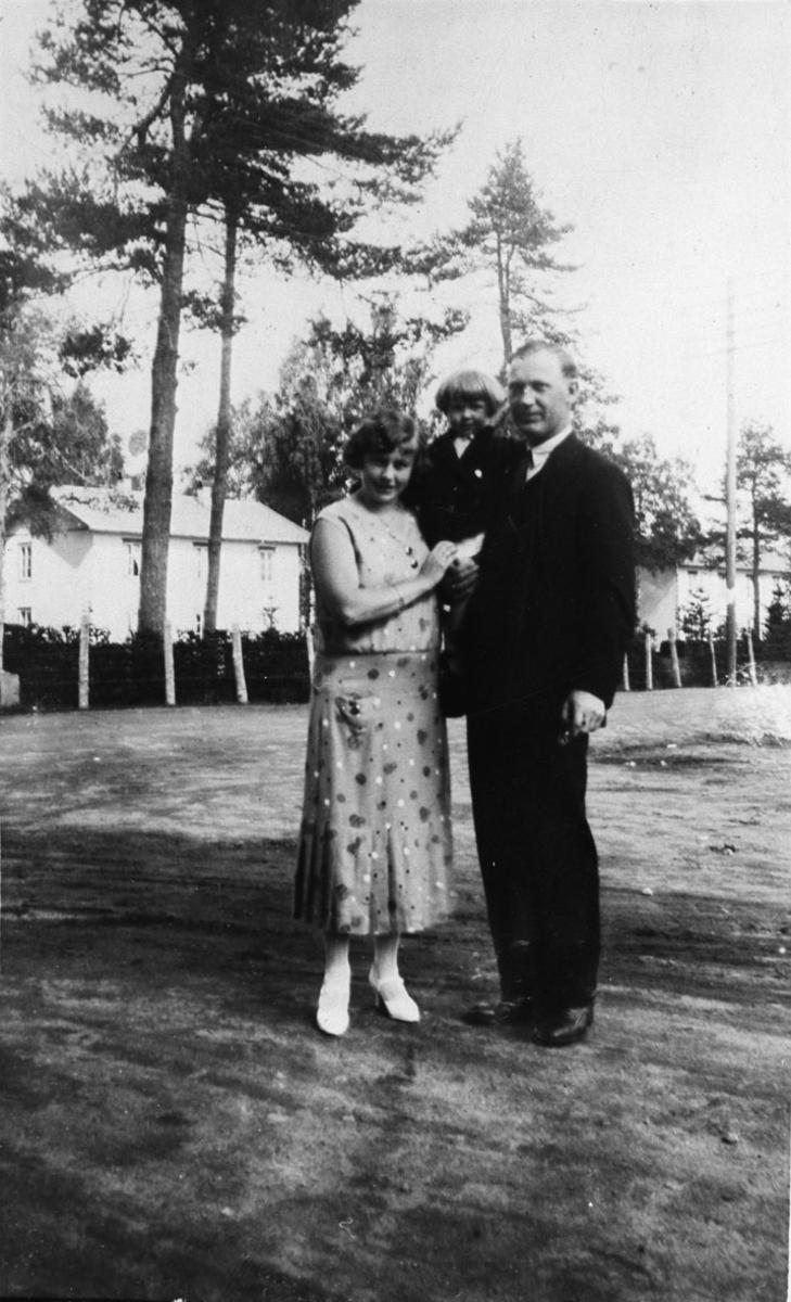 Far Johnsten, mor Ruth Johnsten f. Sæter. Søndagstur