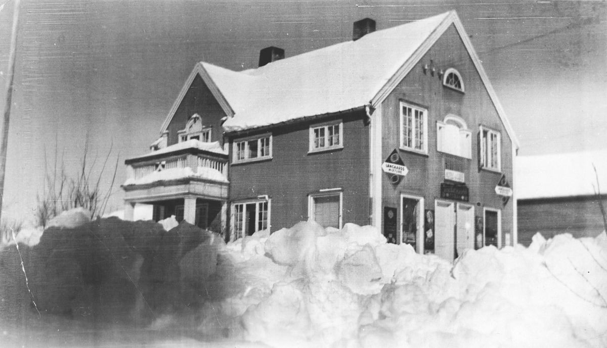 Mørkveds butikk på Haga. Snørik vinter.