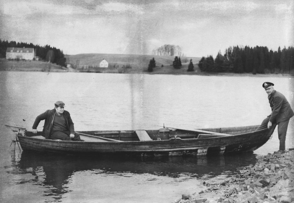 Postmann-skyss med båt. Haga fergested.