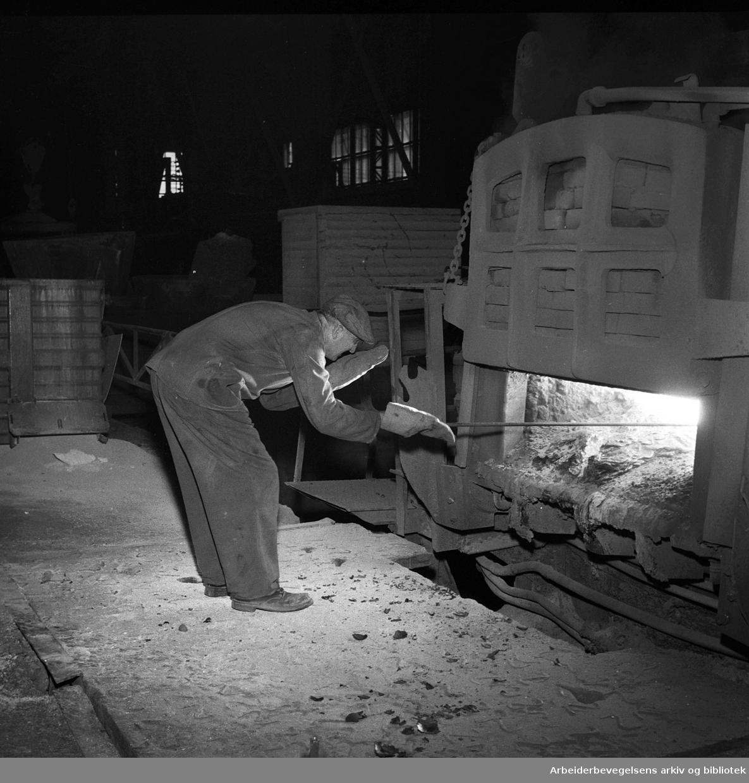 Christiania Spigerverk..Smeltemester Birger Bergersen, .juli 1958