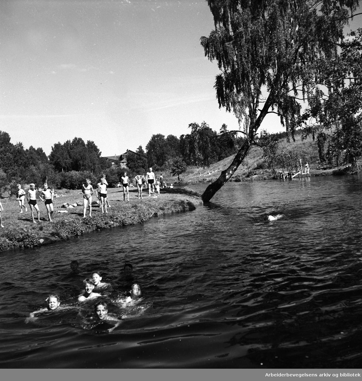 """Badeliv ved """"Stilla"""" i Nydalen,.1947"""