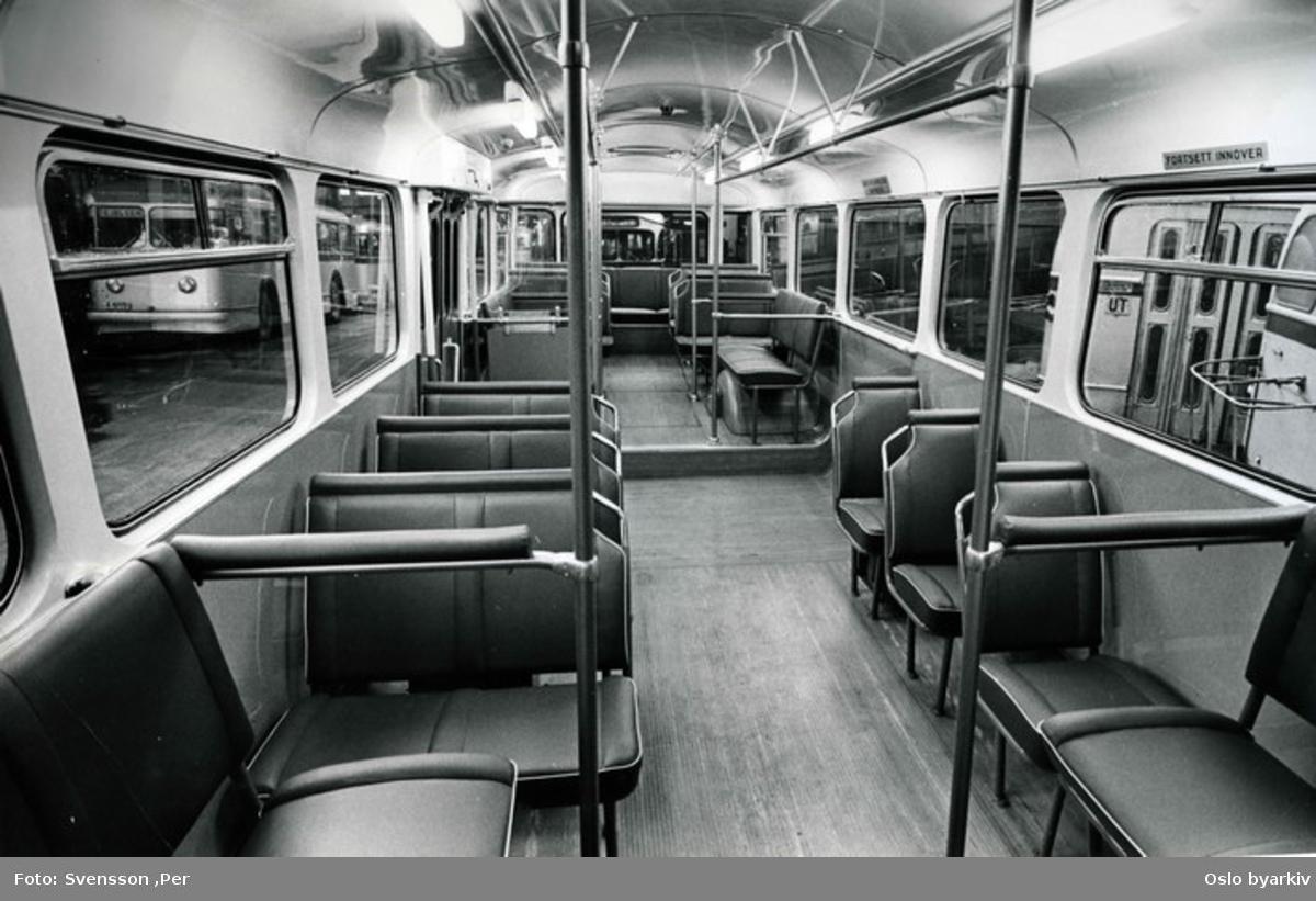 Oslo Sporveier, Interiør i ny Büssing Präfekt 1965 bussmodell. De var de første enmannsbetjente vogntypene etter krigen Fotografert i bussgarasje.
