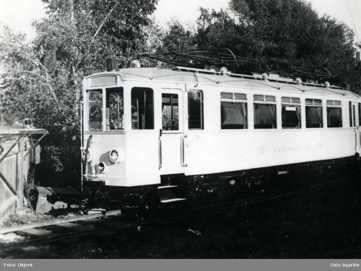 Bærumsbanens A2-vogn ved leveransen fra Skabo Jernbanevognfabrik i 1927. Bildet er sannsynligvis tatt på Monierfabrikkens sidespor på Skøyen før vognen ble overført til trikkesporet i Drammensveien.