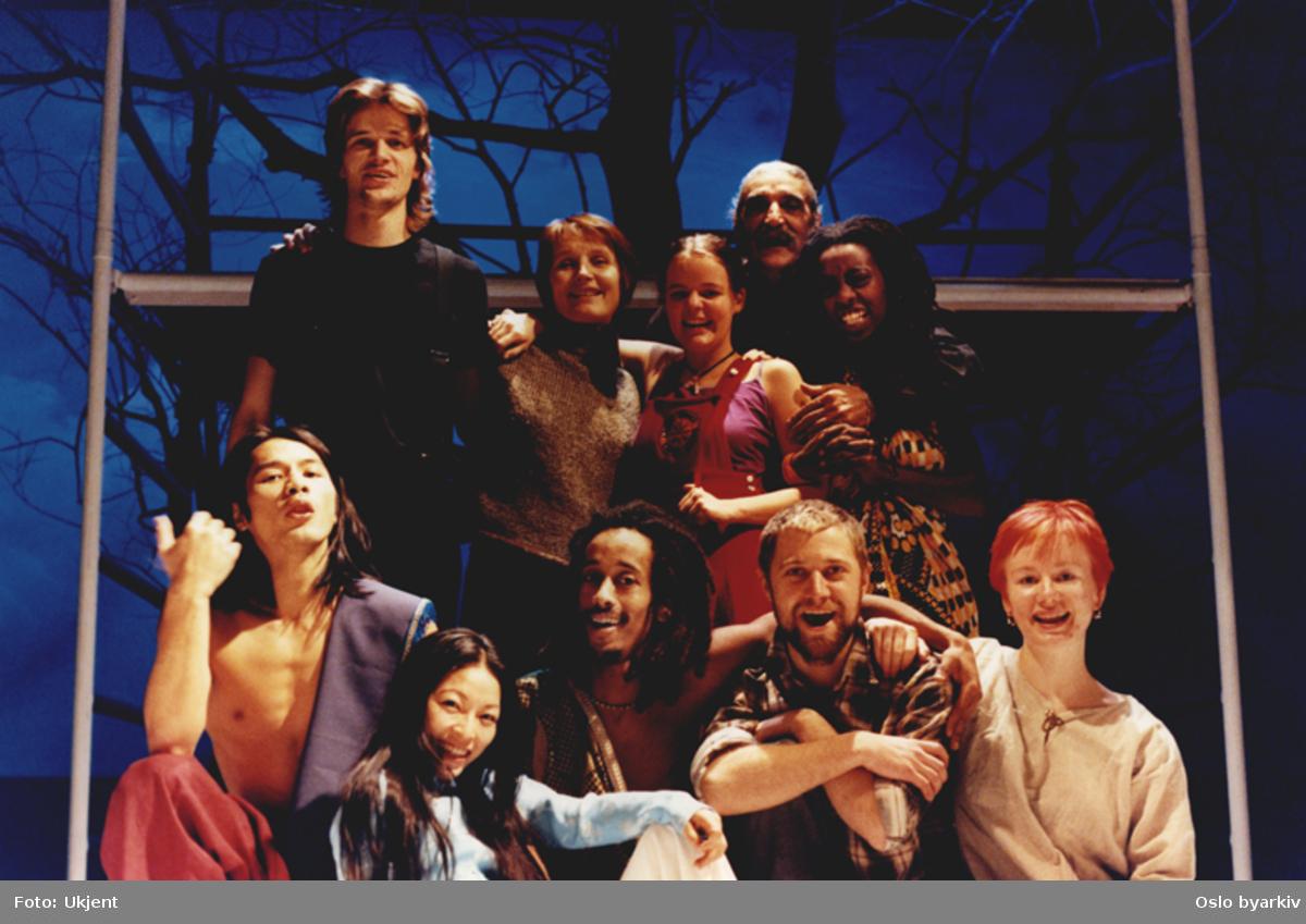 """Treet"", med elever fra Nordic Black Theatres teaterskolen.Kontakt Nordic Black Theatre ved ev. bestilling av kopier."