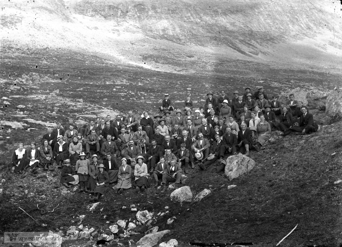 Fjellstemne i Sandgrovbotn 1923. .(Sjå Romsdals Sogelags Årsskrift for 1972).(Edvard var i Amerika fra april 1896 til desember 1910)