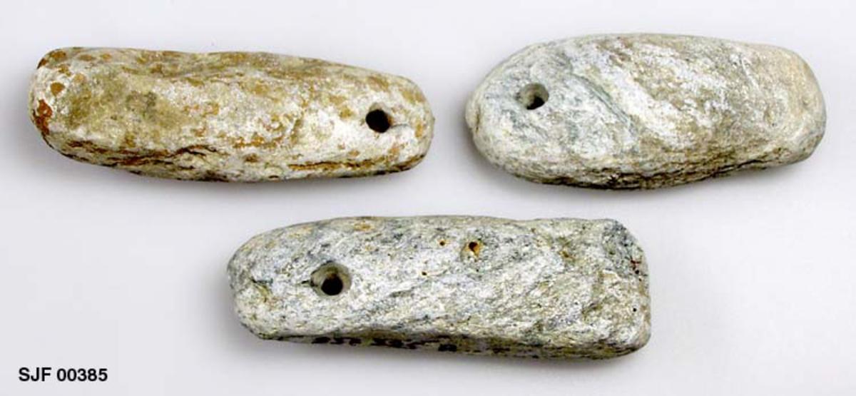 3 stk. fiskesøkker. Søkkene ble funnet sammen med 22 andre ca. 1 m nede i jorda under veiarbeide i nærheten av Vinsterelven. Etter opplysninger fra Ola Røssum, Kvam 31/10-1989 ble disse funnet i Ringebu ved Lågen der Våla renner ut. A-C