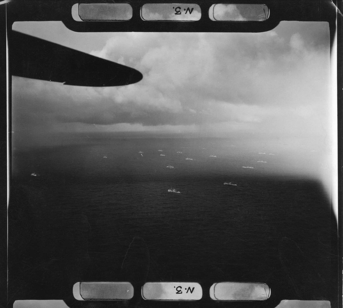 En Catalina fra 333 skvadronen utfører konvoieskorte.