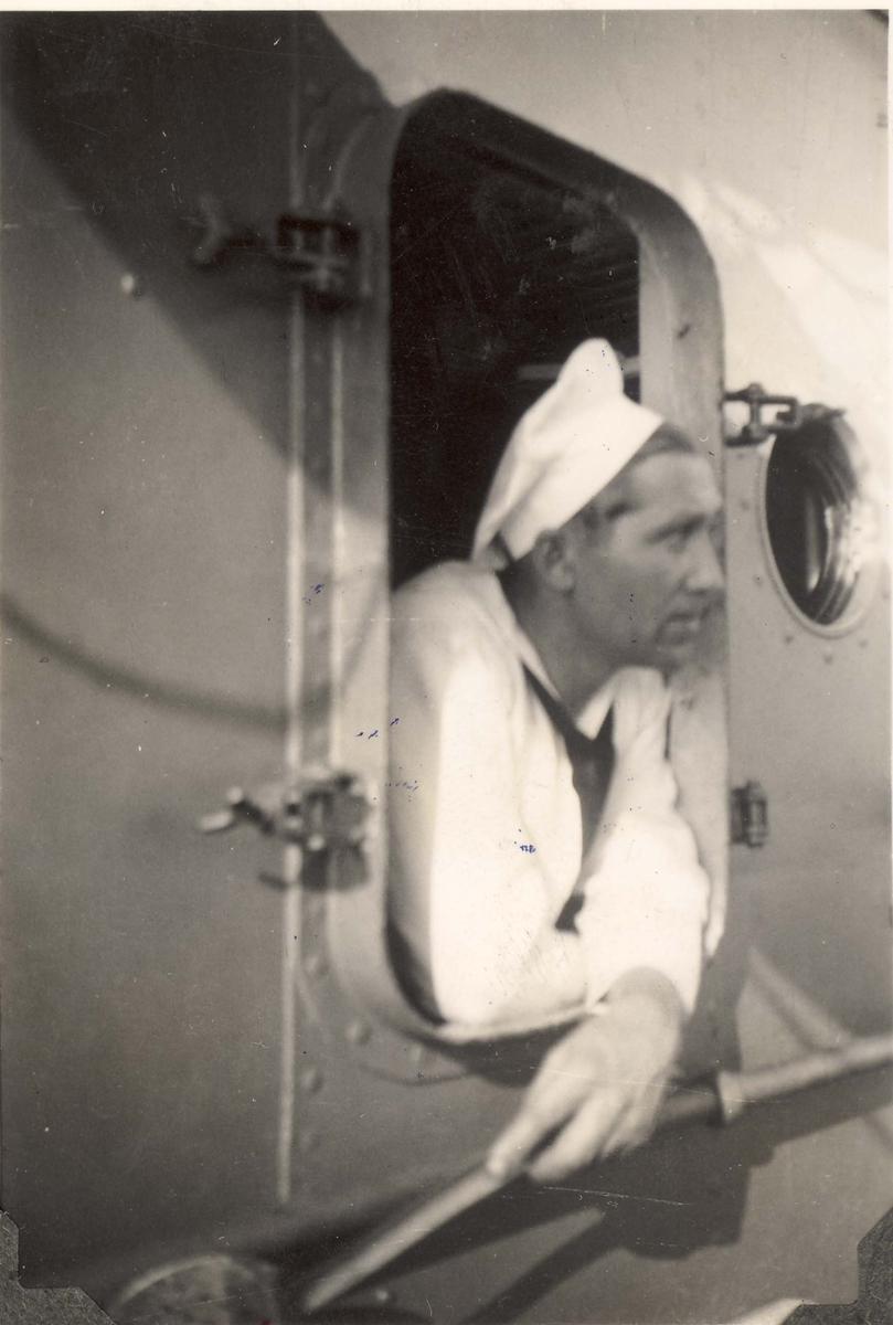 """Detaljer fra livet om bord i jageren """"Eskdale"""" under 2. VK."""