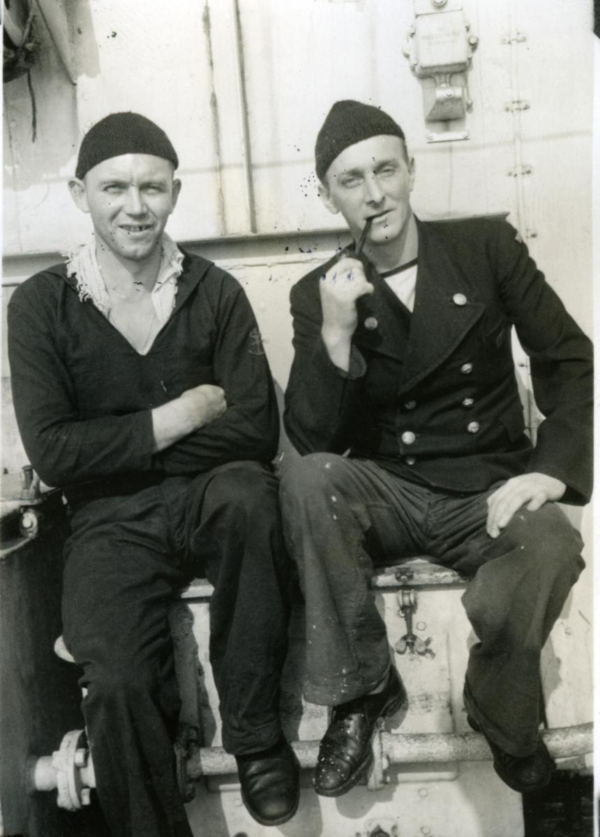 """Album Glaisdale H.Nor.M.S. """"Glaisdale"""". Fotograf: G. Kleppe. To av skipsmannskapet."""