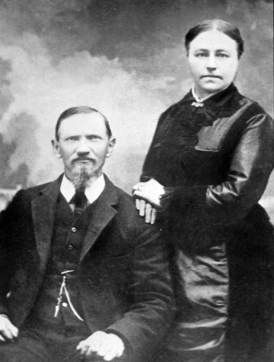 Ekteparet Even Evensen Mengshoel (1844-1930) og Mina Evensdatter Skinstad f.1845. Skinstad, Nes, Hedmark.