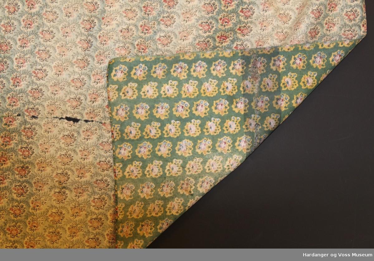 d37ee60d Rynker kring livet, hektekrok bak. Saman med dette forkleet ligg eit  liknande, men. Photo: Hardanger og Voss Museum