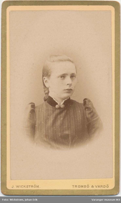 Portrett, ung kvinne