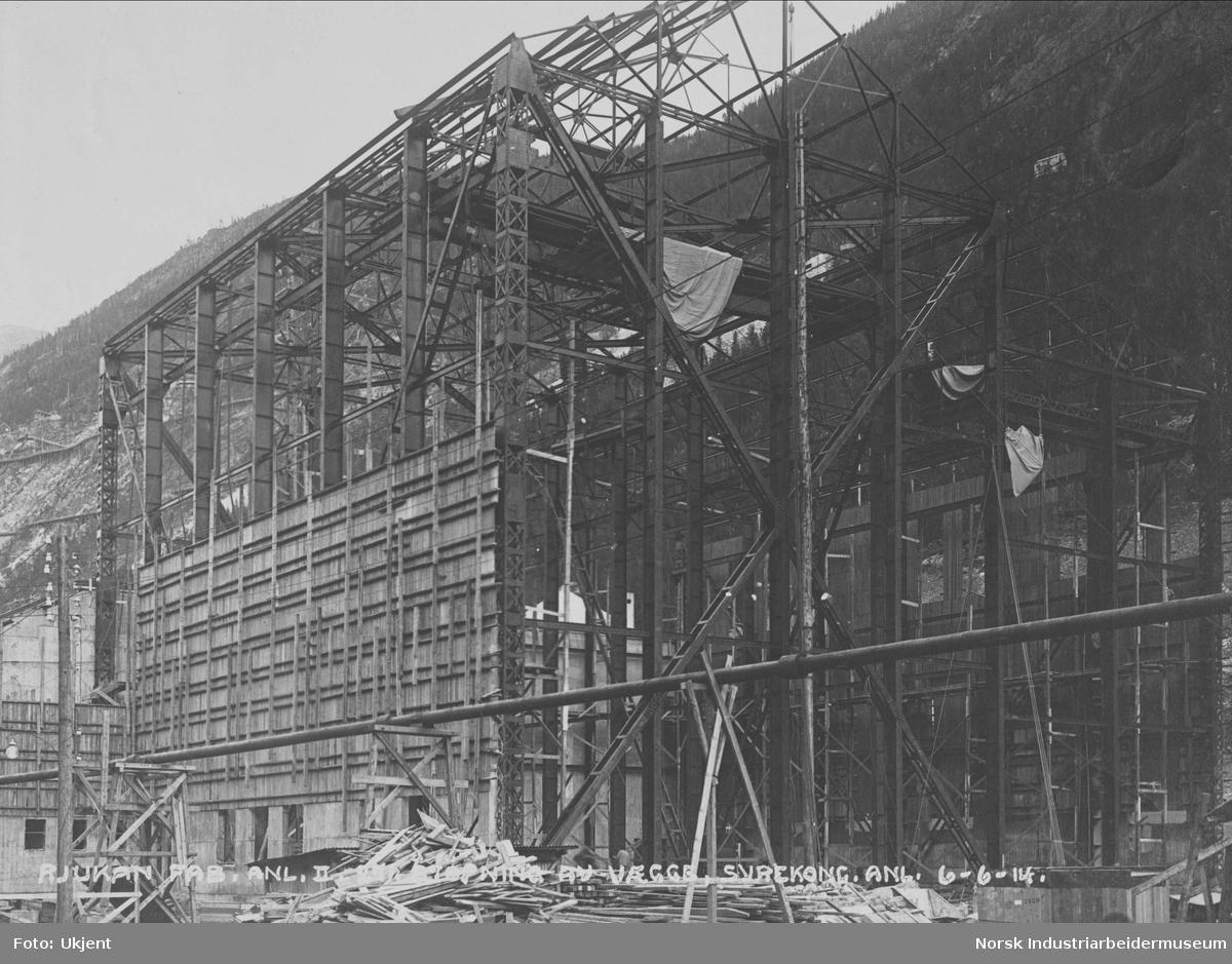 Rjukan Fabrikkanlegg II 271. Støpning av vægge, Syrekoncentrasjonsanlegg
