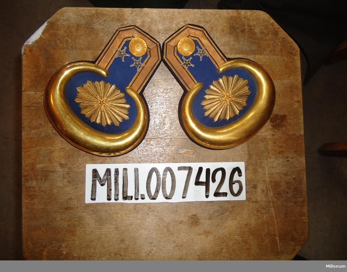 Epåletter m/1830 för löjtnant vid Fortifikationen och Ingenjörtrupperna.