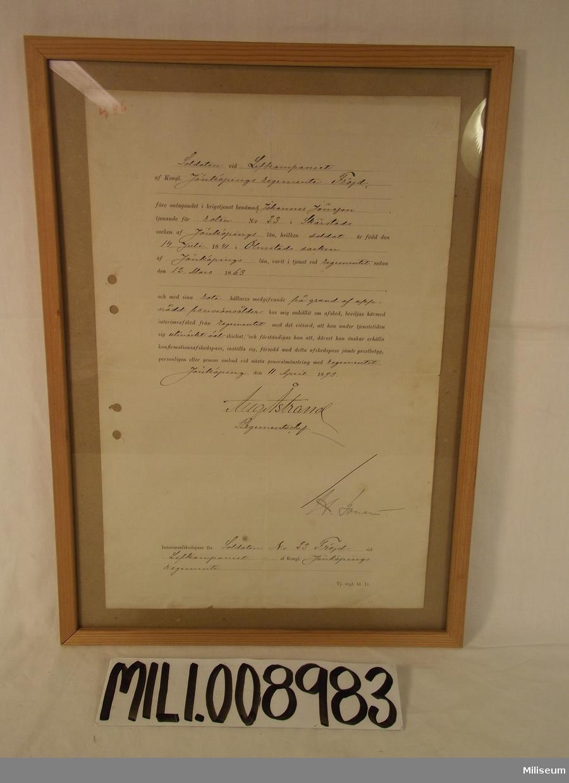 Avskedsbrev för soldaten Johannes Jönsson Fröjd från Skärstad, då han år 1893 fick avsked från sin tjänst som soldat för roten nr 23 Rumperyd vid Livkompaniet av Kungl Jönköpings Regemente, I 12.