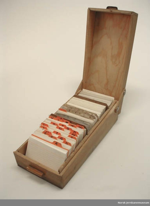 Kassett med hengslet lokk : med kartotekkort