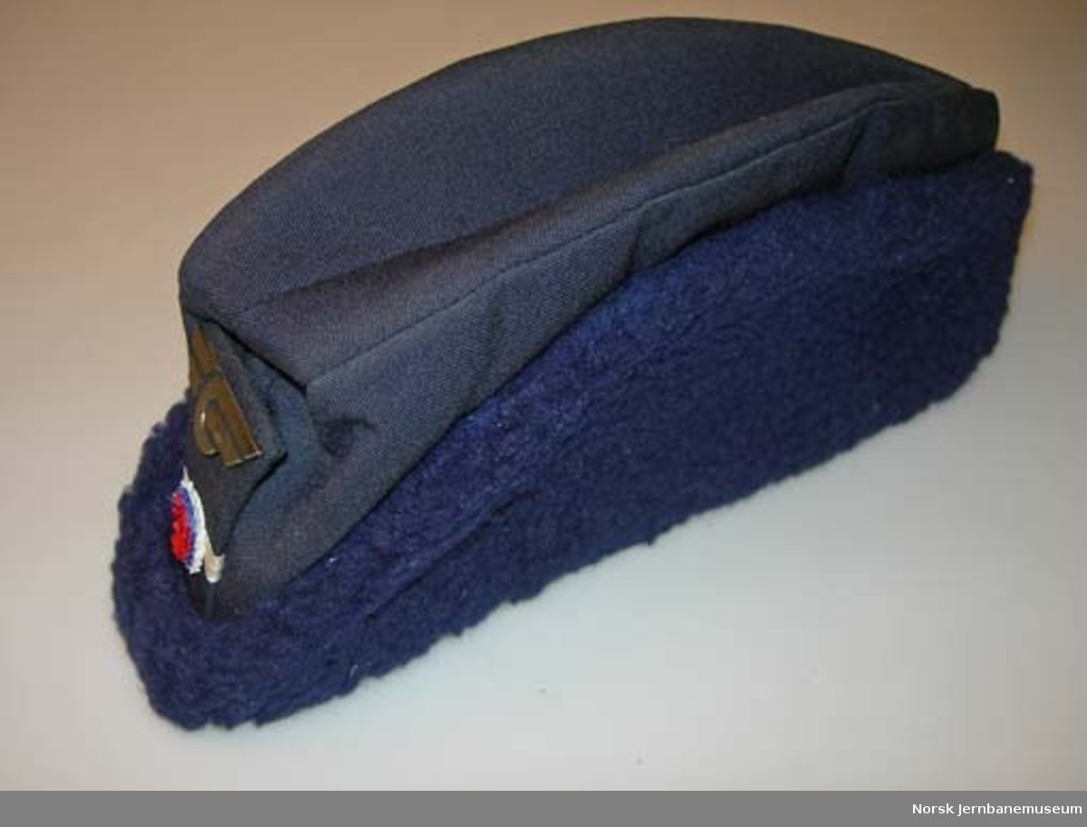 Uniformslue for lokomotivfører : båtlue, vinter