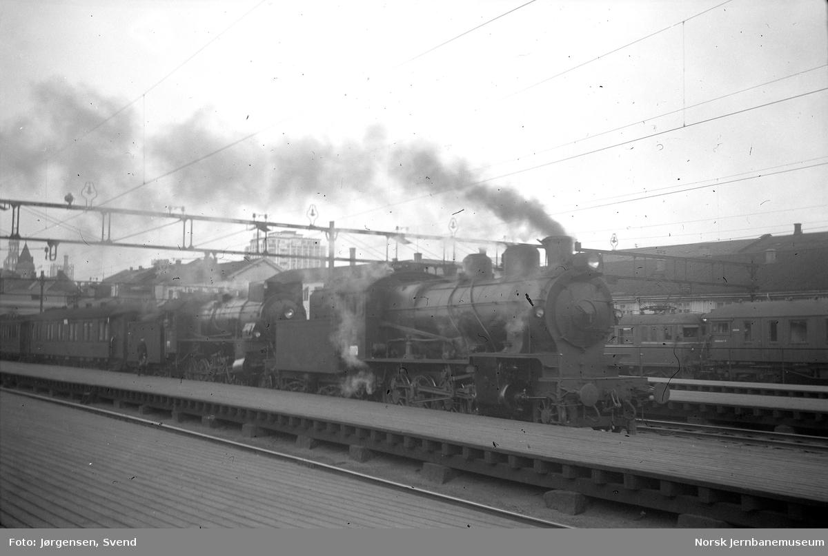 NSB damplokomotiver type 28b og 31b forspent nattog på Oslo Ø