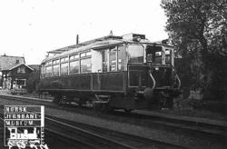 Bensinmotorvogn litra C-m type 1 nr. 18201 på Røykenvik stas