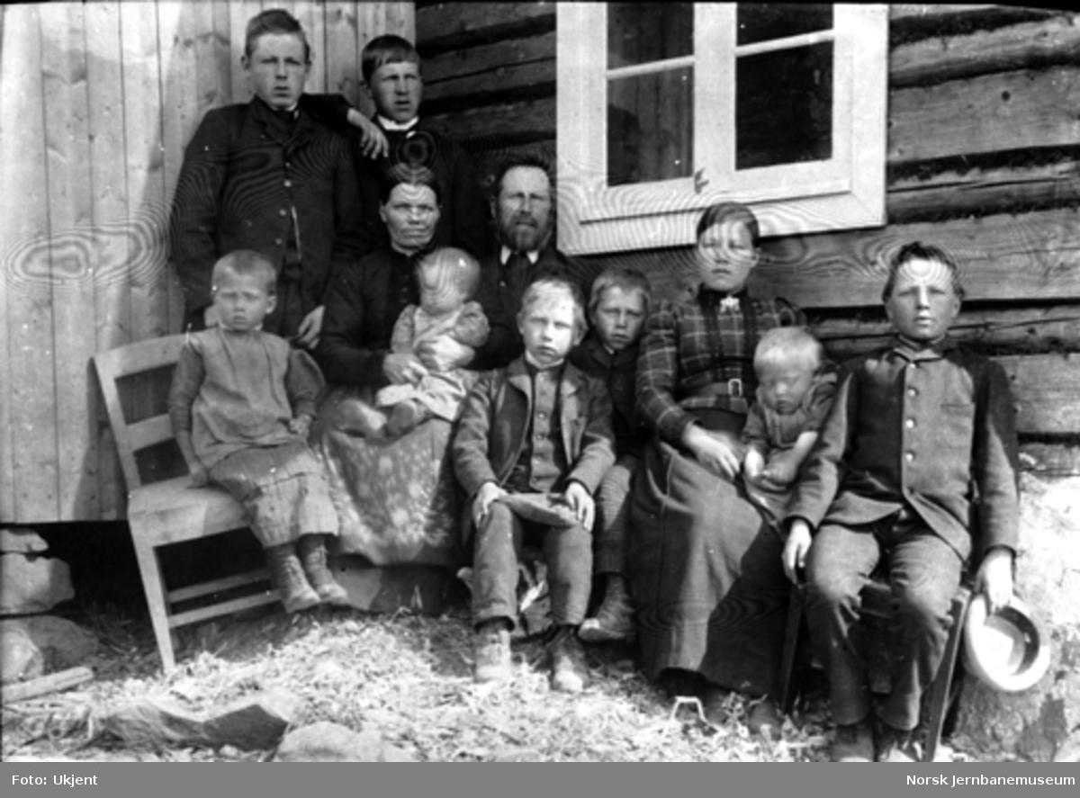 En husmannsfamilie på 11 personer på Hedemarken