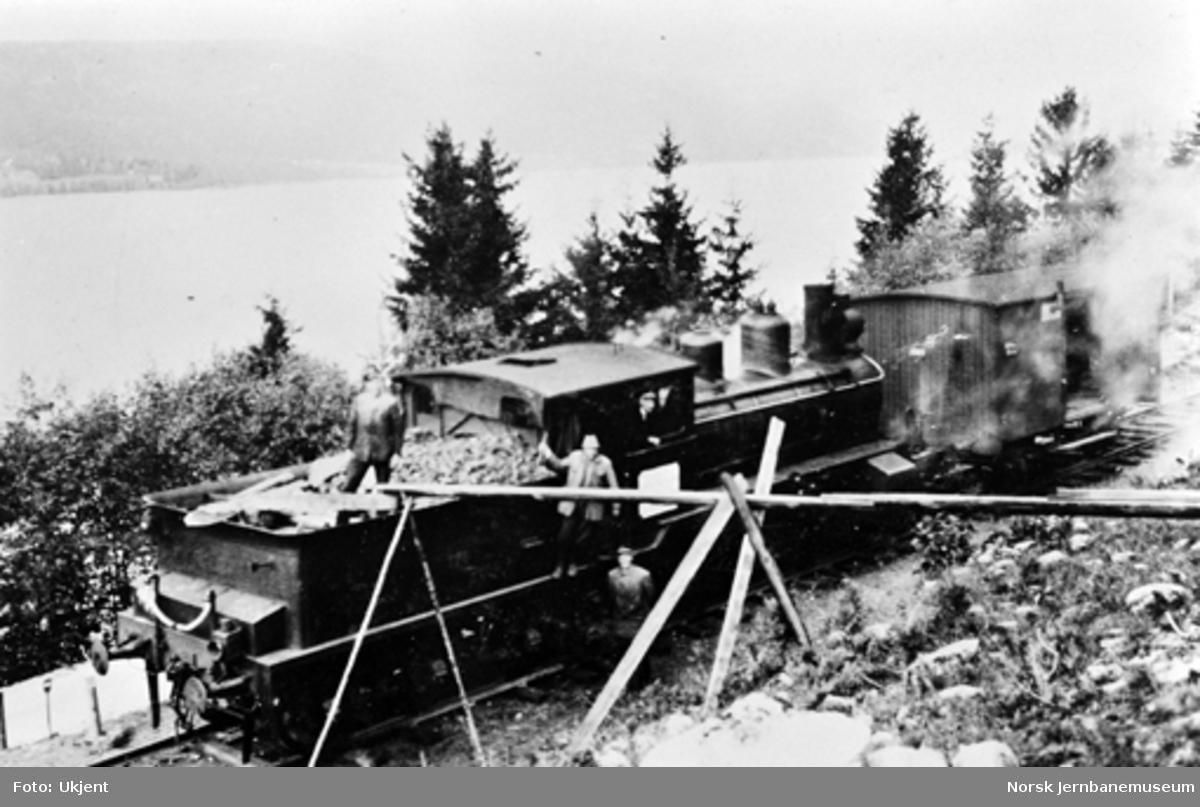 Damplokomotiv ved provisorisk vannstasjon ved pæl 2200
