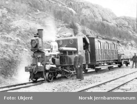 """Damplokomotiv type III nr. 9 """"Eivind"""" med første persontog til Flekkefjord"""