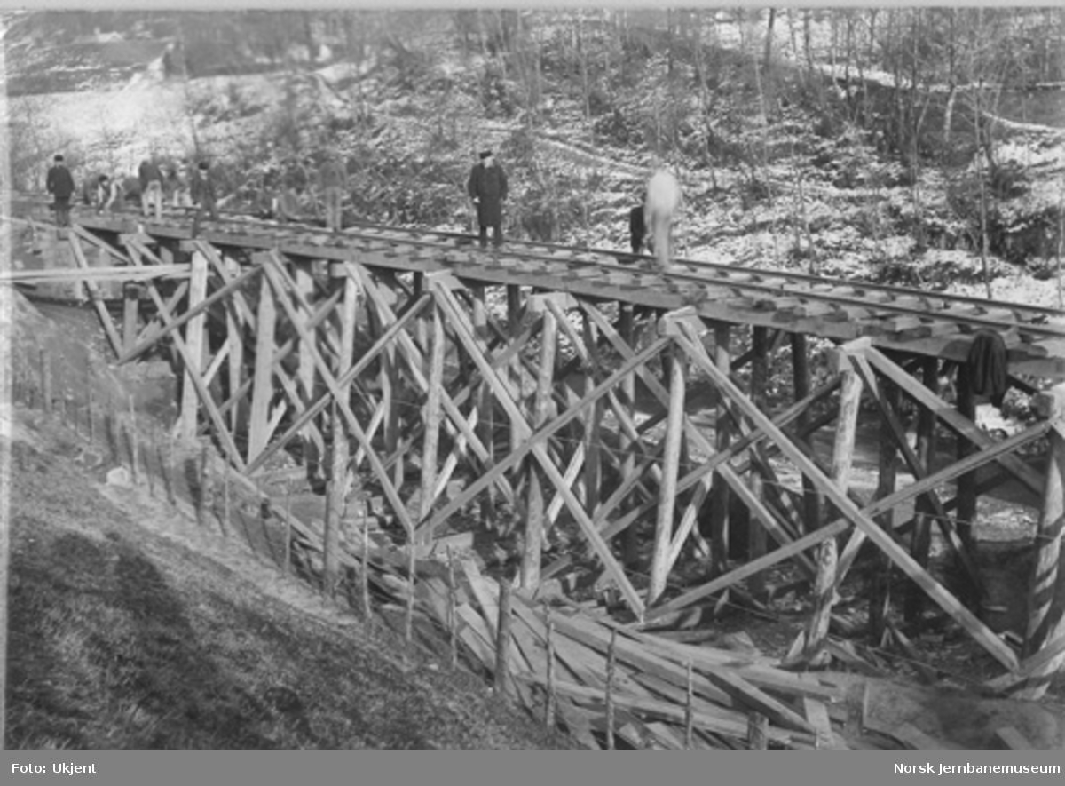 Vossebanens ombygging til normalspor : provisorisk trebru