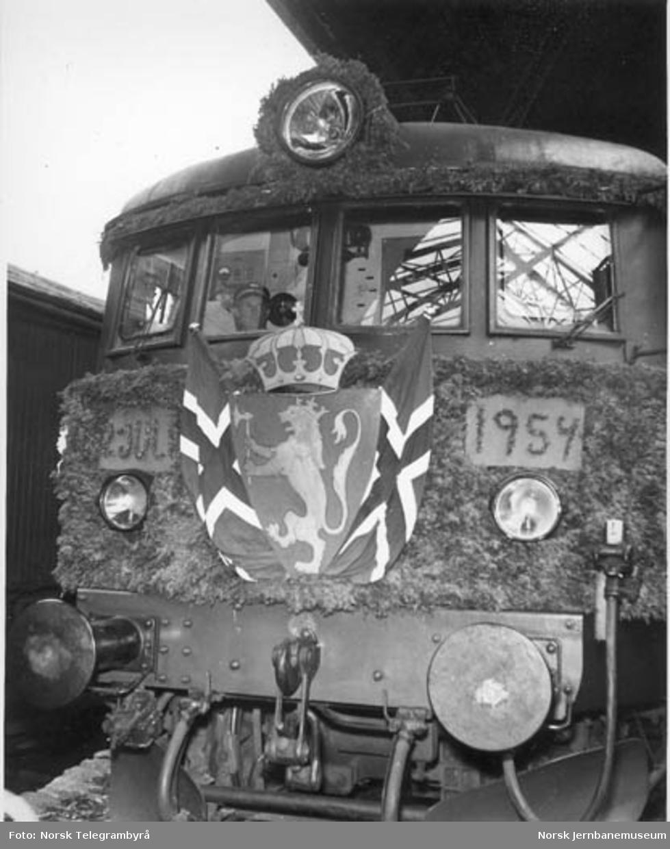 Elektrifisering Voss - Bergen : lokomotivet på åpningstoget