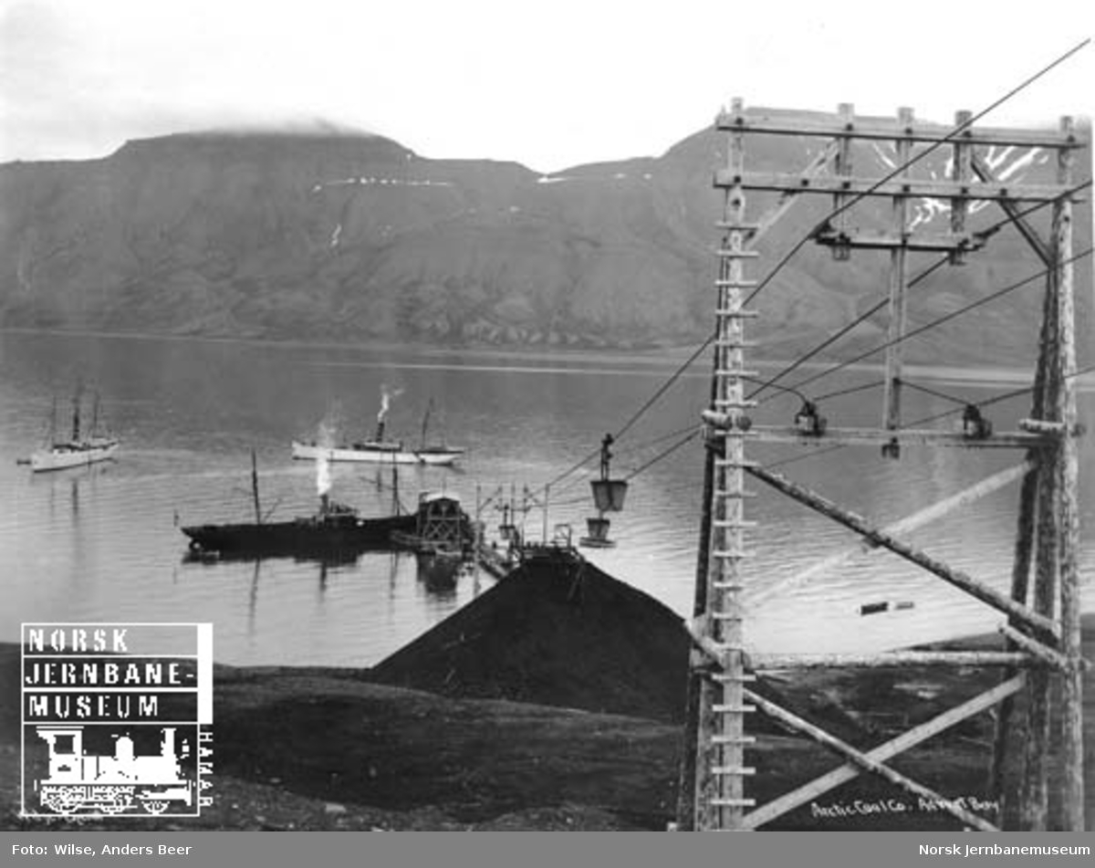 Arctic Coal Co : taubane og kaianlegg i Advent Bay, Svalbard