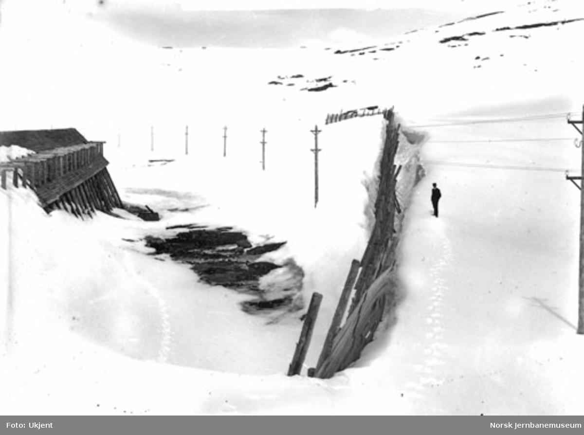 Snøskjerm og snøoverbygg ved Fagerbotn
