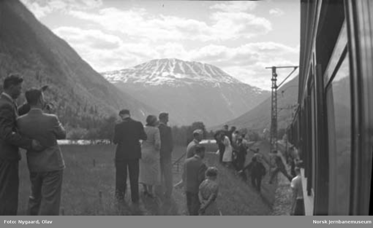 Utsiktsstopp på Rjukanbanen : utsikten mot Gaustatoppen