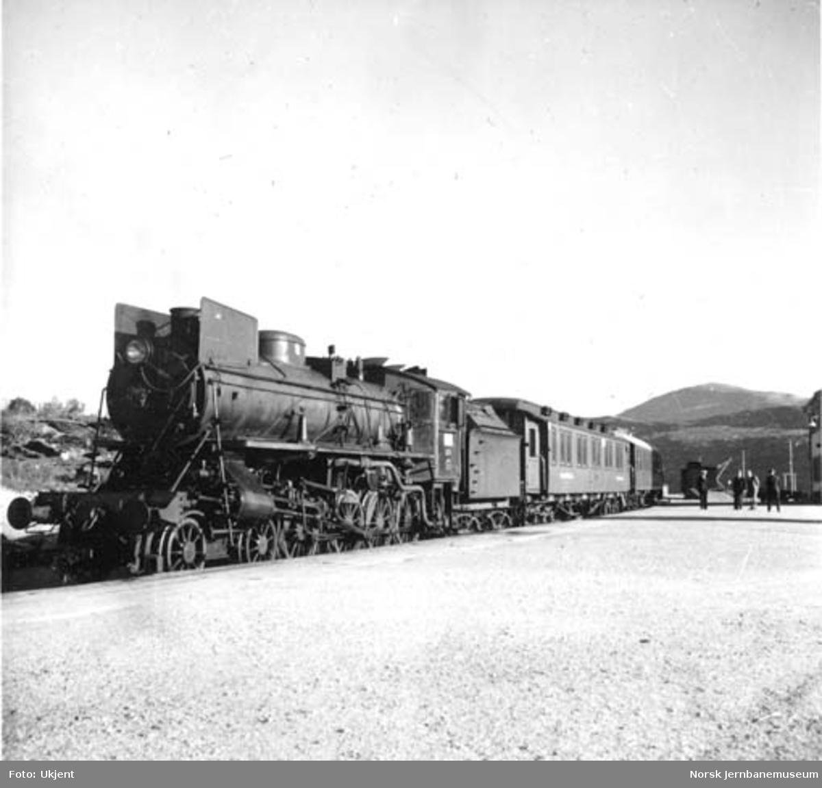 Hovedstyrets tog på Lønsdal stasjon